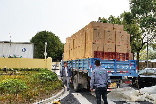 长沙荣华办公家具成品装车